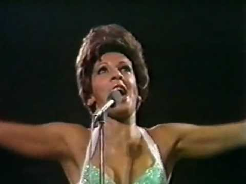 Shirley Bassey – Goldfinger (Live at Royal Albert Hall)